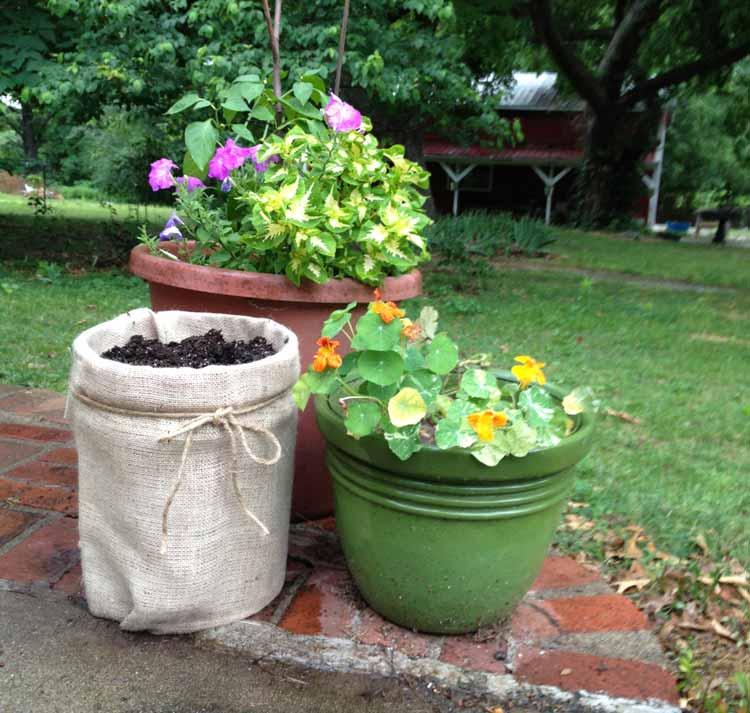 burlap planter made with a 5 gallon bucket