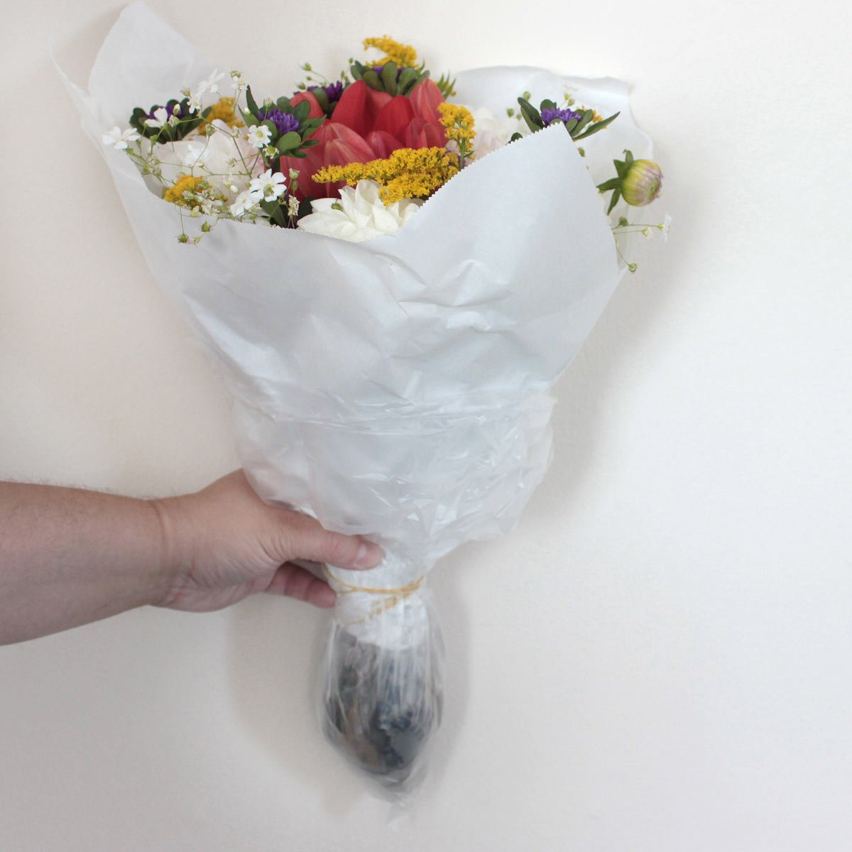 How to package a bouquet of cut flowers that will last for days