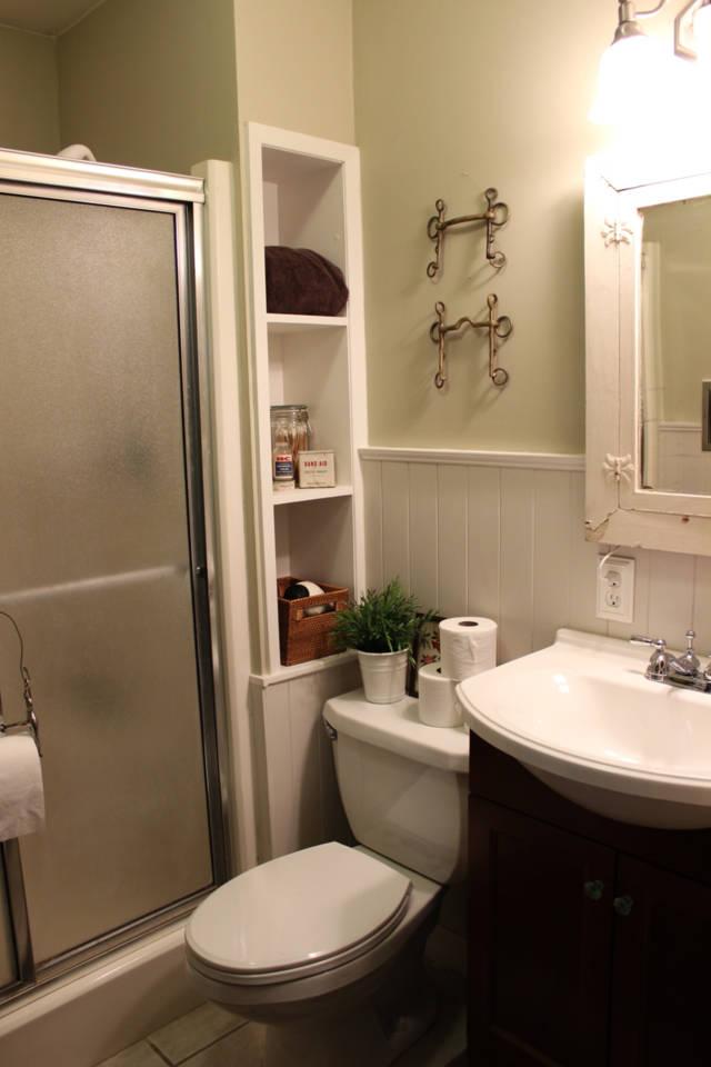 equestrian_bathroom_wainscotting