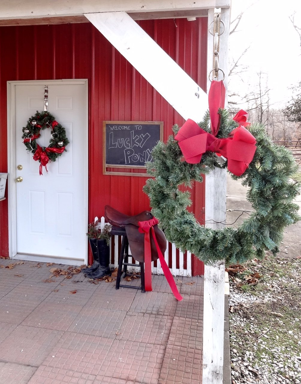stable_barn_christmas_decor
