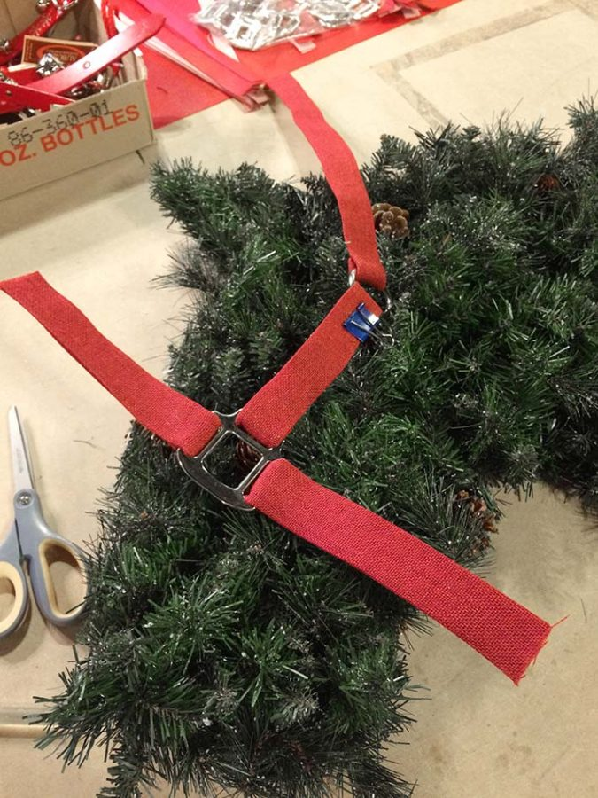 making a custom halter decoration for your horse wreath