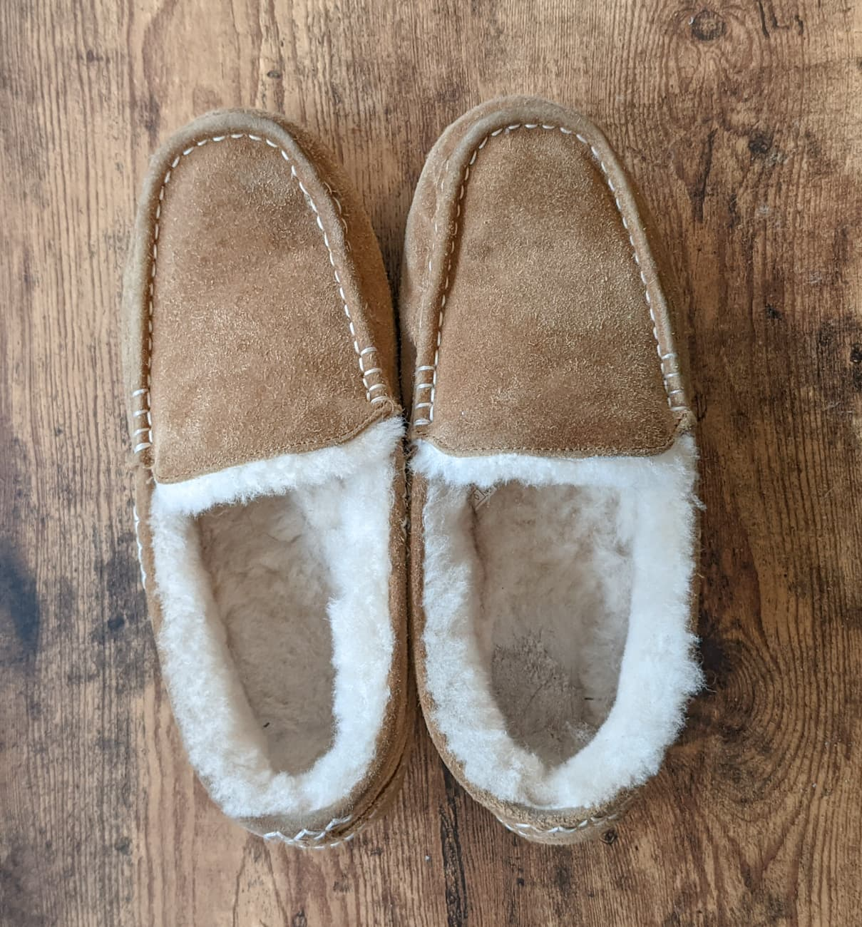 One step in cleaning sheepskin and suede slippers