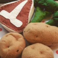 Download this free pattern and make this steak and potato felt food dinner for pretend play