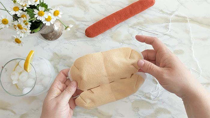 this felt food hot dog bun is easy to make