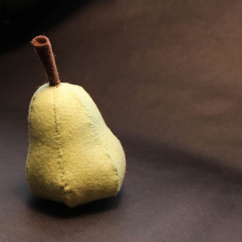 make this felt Bartlett pear with our free pattern