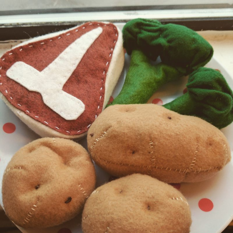 The cutest felt food dinner- fit for the heartiest of hunger