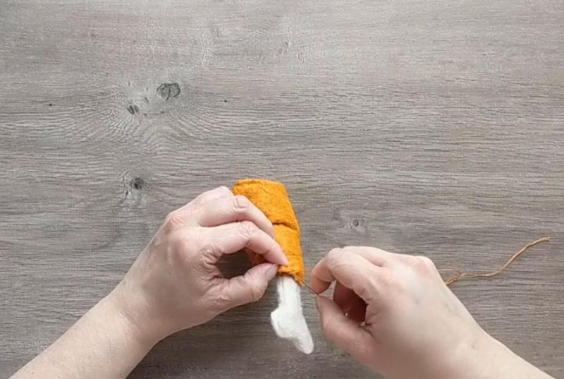 step by step instructions for making a chicken leg from felt