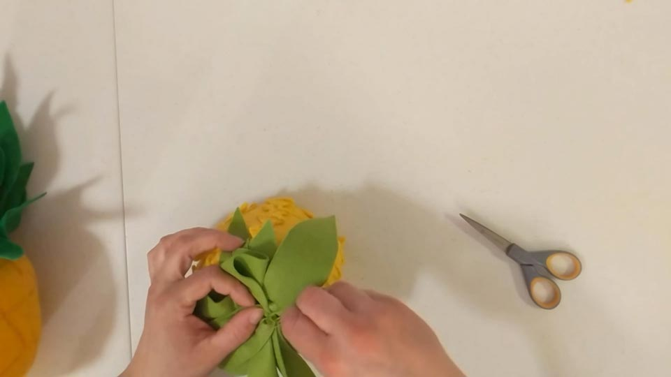 making a fancy felt pineapple using felt